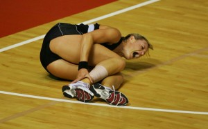 AUCKLAND, NEW ZEALAND - NOVEMBER 16: Leana De Bruin goes down with a ankle injury during the 2007 Netball World Championship semi final match between New Zealand and Jamaica at The Trusts Stadium on November 16, 2007 in Auckland, New Zealand. (Photo by Hannah Peters/Getty Images)